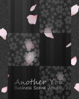 和風装飾模様の曇りガラス越しに桜の花びらが降ります。ブログ画面全体にも桜の花びらが降ります。